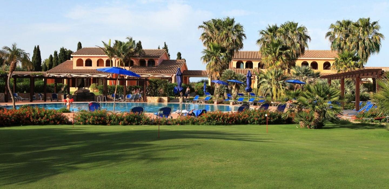 Sardaigne-Golf-–-putting-green à l' hotel