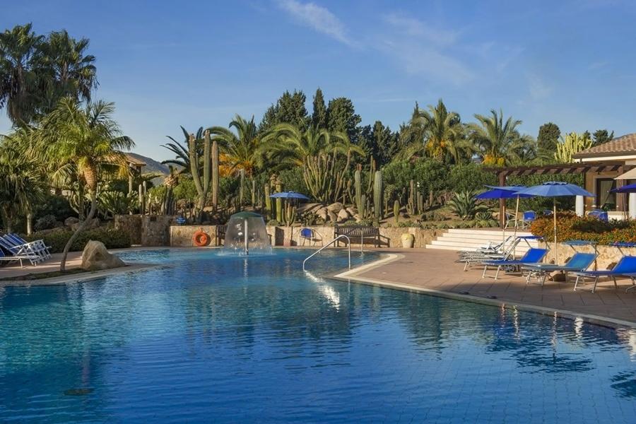 la piscine hôtel-a-Pula-Sardegna.jpg