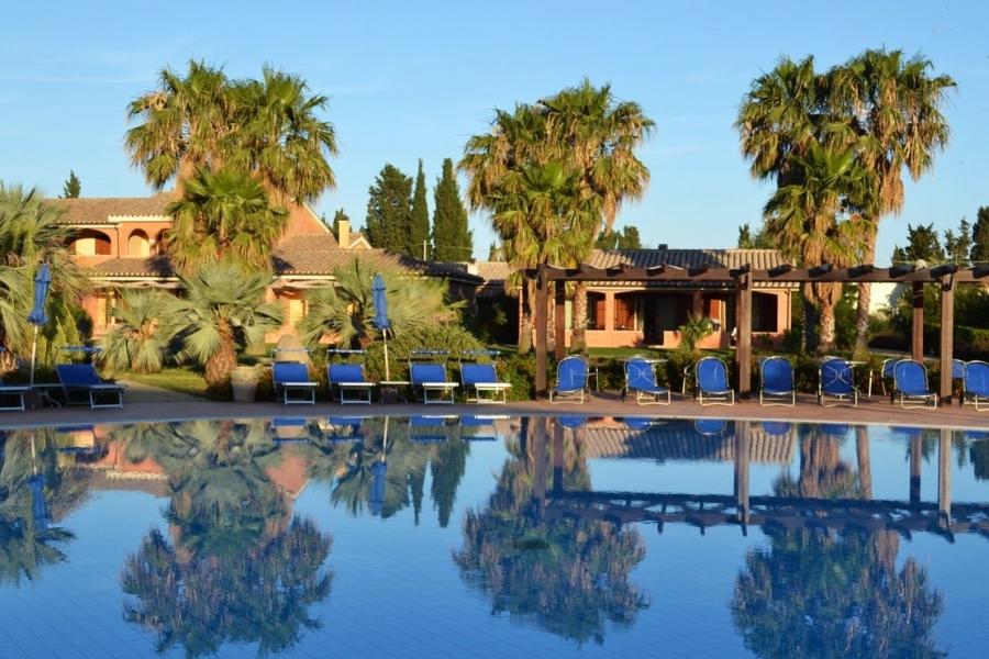 condo avec piscine en Sardegna.jpg