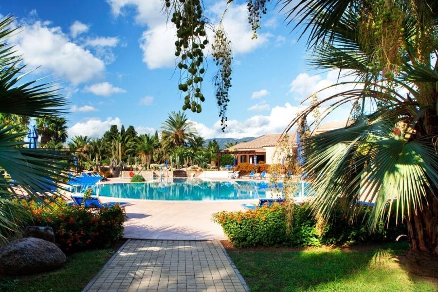 vacances-pour-familles-la-plage-en-Sardegna.jpg